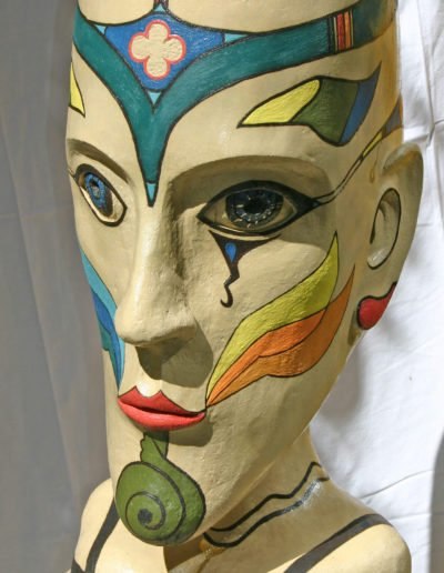 Kopf als Pflanzgefäß nach Niki de Saint Phalle